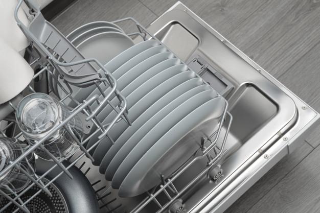 Detergenti professionali per la pulizia delle stoviglie
